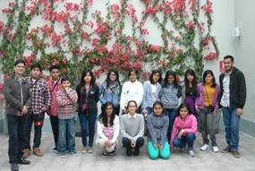 """Alumnos del Taller de Fotografía del Programa de Arte, Cultura y Deporte visitan la exposición """"Alta Moda"""" en la Asociación Mario Testino (MATE) 2013 - Asociación UNACEM"""