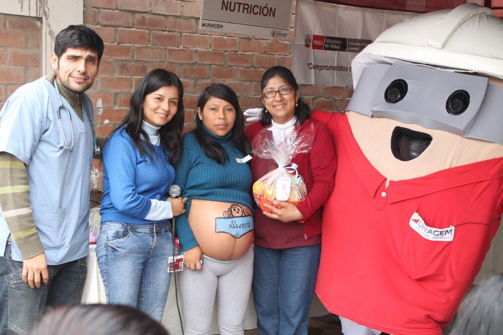 406 atenciones en Feria de Salud organizada por el Puesto de Salud Brisas de Pachacámac de Villa El Salvador con apoyo de Asociación UNACEM