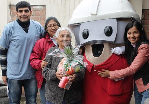 Feria de Salud desarrollada por la Dirección de Salud II Lima Sur y Asociación UNACEM benefició a adultos mayores