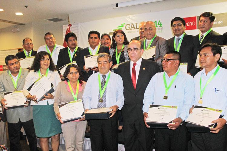 Villa el Salvador y Pachacámac reciben reconocimiento a la Gestión Ambiental Local Sostenible 2014